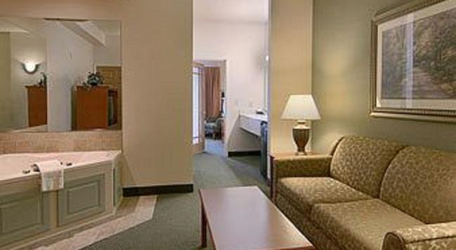 Days Inn & Suites Bozeman - 보즈먼 - 침실