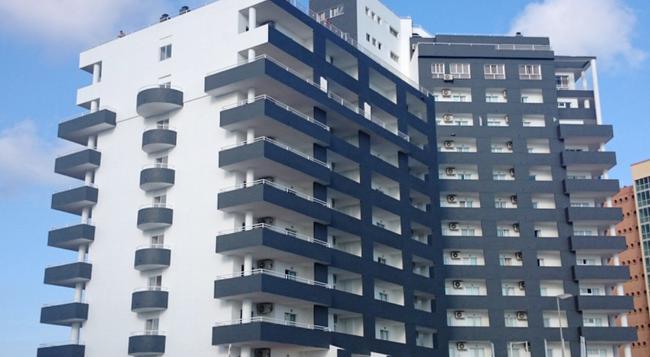 Port Europa - 칼페 - 건물
