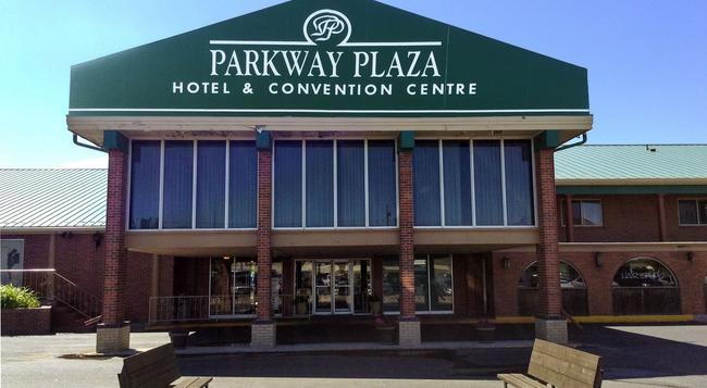 Parkway Plaza Hotel & Convention Centre - 캐스퍼 - 건물