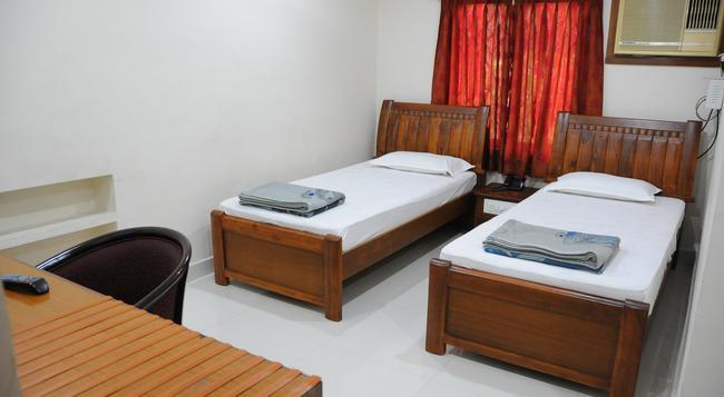 Lloyds Guest House, North Boag Road, T. Nagar - 첸나이 - 침실