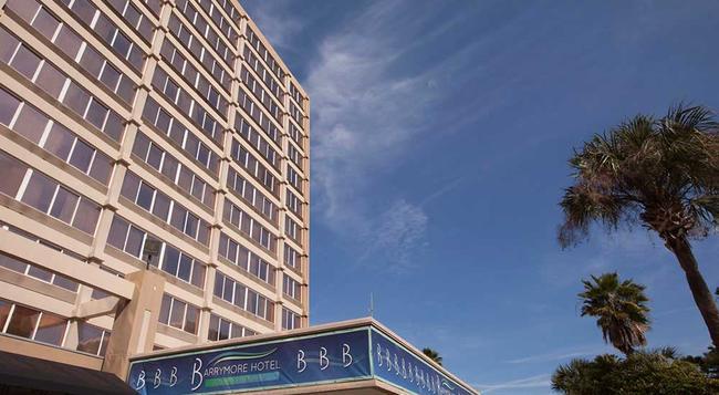 하워드 존슨 프라자 탐파-다운타운 호텔 - 탬파 - 건물