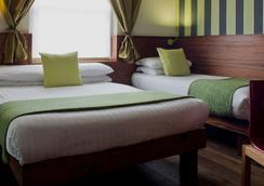 더 캘리포니아 호텔 - 런던 - 침실