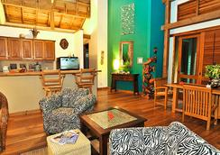 The Resort at Palmetto Bay - 로아탄섬 - 거실