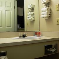 이코노 롯지 호텔 포트 세인트 존 Bathroom