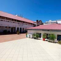 뉴 팜 트리 호텔 The open and spacious veranda at New Palm Tree Hotel