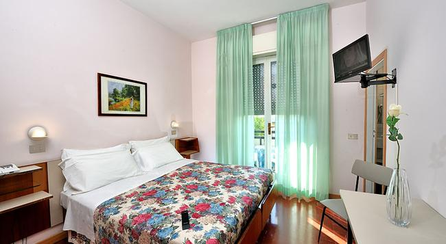Hotel Miramare Et De La Ville - 리미니 - 침실