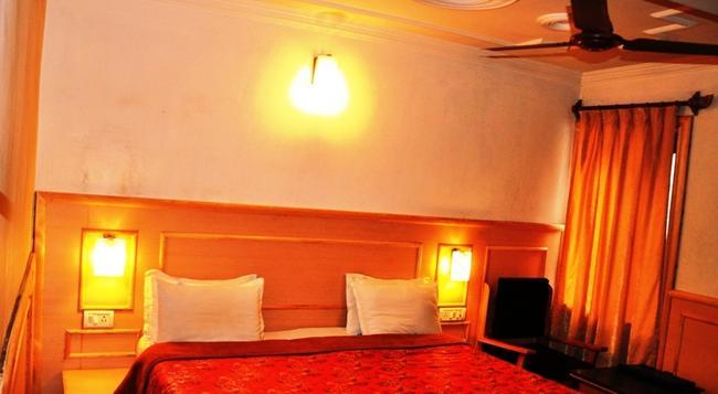 호텔 사다프 - Srinagar - 침실