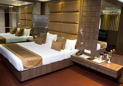 Hotel Centre Point - 나그푸르 - 침실