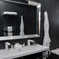 더 인 온 더 마일 Bathroom