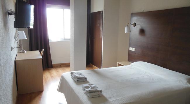 호텔 비타 엠바하도르 - 알메리아 - 침실