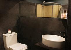 더 아티스트 하우스 - 빠통 - 욕실