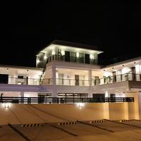 비-잉 스위트 다바오 Hotel Front - Evening/Night