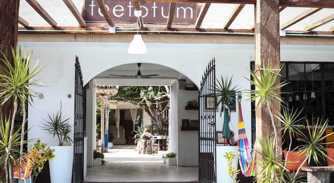 Teetotum Hotel - 툴룸 - 건물