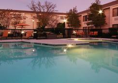 Courtyard by Marriott Houston I-10 West-Energy Corridor - 휴스턴 - 수영장