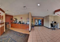 Americas Best Value Inn & Suites - 롱뷰 - 로비