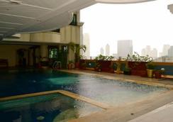 마카티 팰리스 호텔 - 마닐라 - 수영장