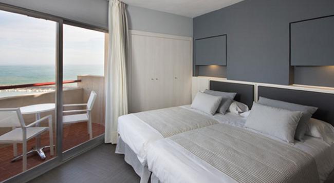 호텔 엘 푸에르토 바이 피에레 바칸세스 - 푸엔히롤라 - 침실
