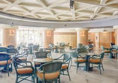 호텔 엘 푸에르토 바이 피에레 바칸세스 - 푸엔히롤라 - 레스토랑