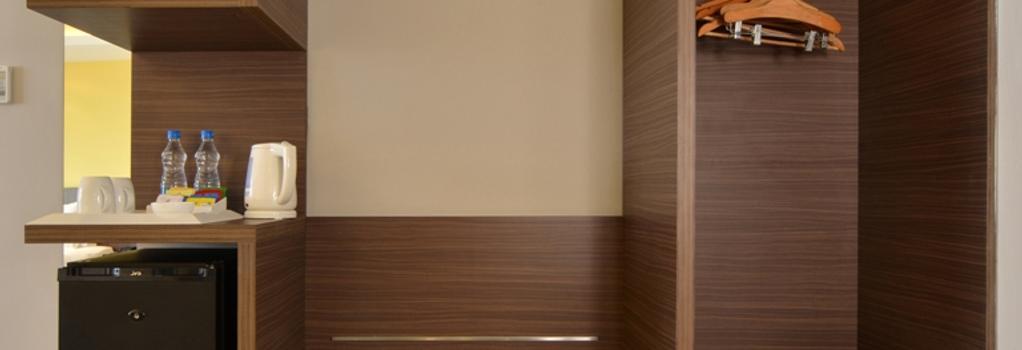 Holiday Inn Express Ahmedabad Ashram Road - 아마다바드 - 침실