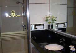 Washington Parquesol Suites & Hotel - 바야돌리드 - 욕실
