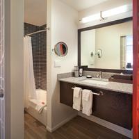 Molly Gibson Lodge Lodge Room Bathroom
