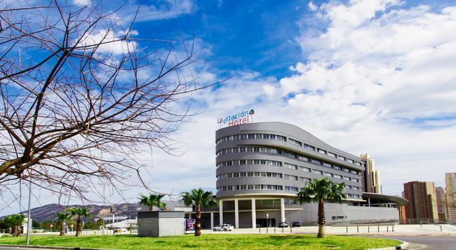라 에스타시온 - 베니도름 - 건물
