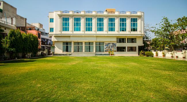 수루치 호텔 - Gwalior - 건물