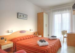 Hotel Menfi - 예솔로 - 침실