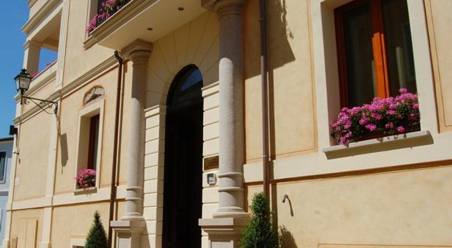 La Locanda del Conte Mameli - 올비아 - 건물