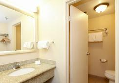 Red Roof Inn Ontario Airport - 온타리오 - 욕실