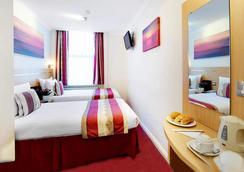 퀸즈 파크 호텔 - 런던 - 침실