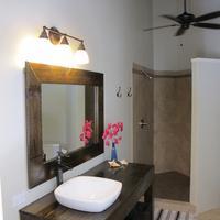 Two Sandals by the Sea Inn - B&B Bathroom