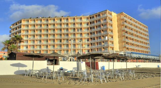 호텔 엔트레마레스 테르마스 카르타지네사스 - La Manga del Mar Menor - 건물