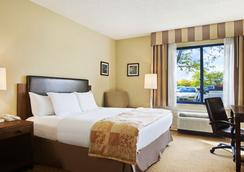 Radisson Hotel at The University of Toledo - 털리도 - 침실
