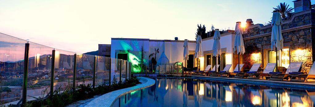 Regnum Escana Villas & Boutique Hotel - 보드룸 - 수영장
