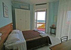 Hotel Acapulco - 리미니 - 침실