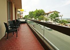 Hotel Acapulco - 리미니 - 발코니