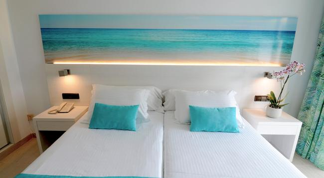 Hotel Ipanema Beach - 엘아레날 - 침실