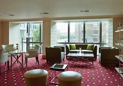 메리어트 이그제큐티브 아파트먼트 런던, 웨스트 인디아 키 - 런던 - 로비
