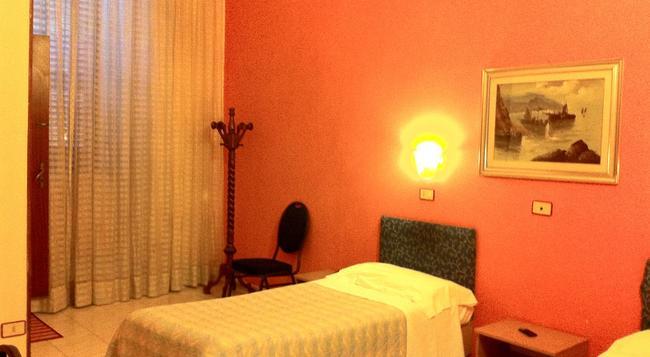 호텔 펜시오네 로메오 - 바리 - 침실
