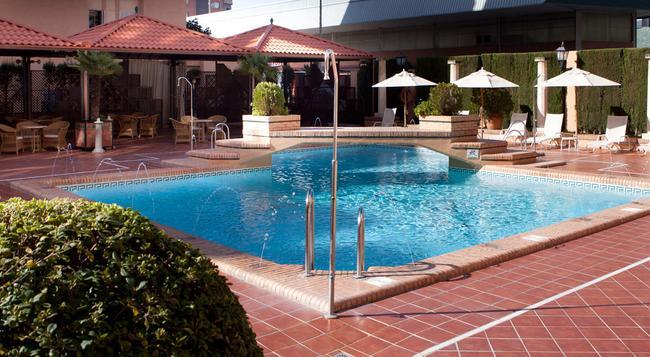 사레이 호텔 - 그라나다 - 수영장