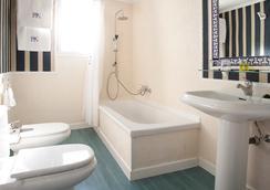 에이치알씨 호텔 - 마드리드 - 욕실