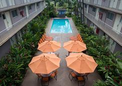 퍼시픽 마리나 인 에어포트 호텔 - 호놀룰루 - 수영장