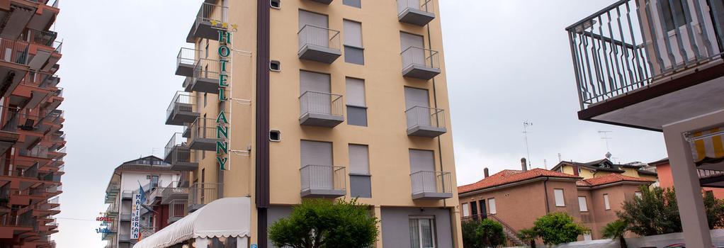 Hotel Anny - 예솔로 - 건물