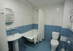 Hotel Polyot Krasnoyarsk - 크라스노야르스크 - 욕실