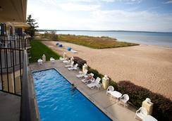 Pointes North Beachfront Hotel - 트래버스시티 - 해변