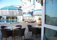 Hotel Casa Bianca al Mare - 예솔로 - 레스토랑