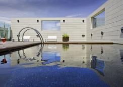 Hotel Alfonso - 사라고사 - 수영장