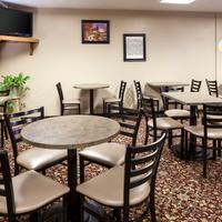 슈퍼 8 맨해튼 캔자스 Breakfast Seating Area