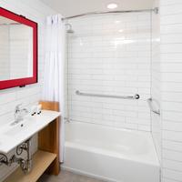 Hotel Rl By Red Lion Brooklyn Bed-stuy Bathroom